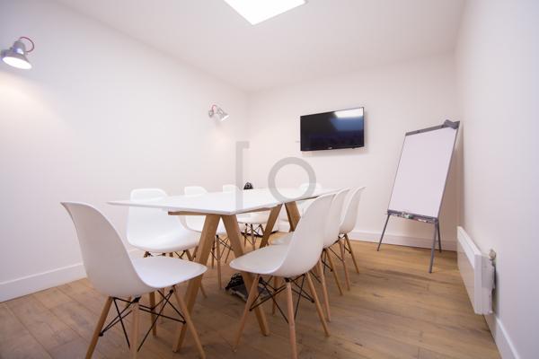 salle de r union contemporaine miromesnil. Black Bedroom Furniture Sets. Home Design Ideas