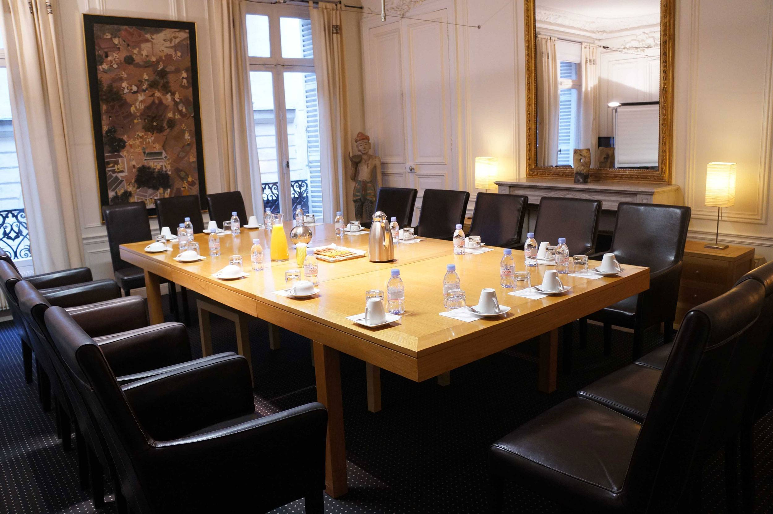 location salle de r union pour 8 personnes dans le centre de paris proche du louvre. Black Bedroom Furniture Sets. Home Design Ideas