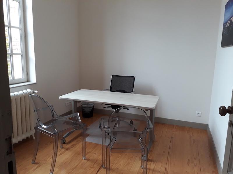 bureau classique 9m2 avec grande fen tre au rdc arcachon. Black Bedroom Furniture Sets. Home Design Ideas