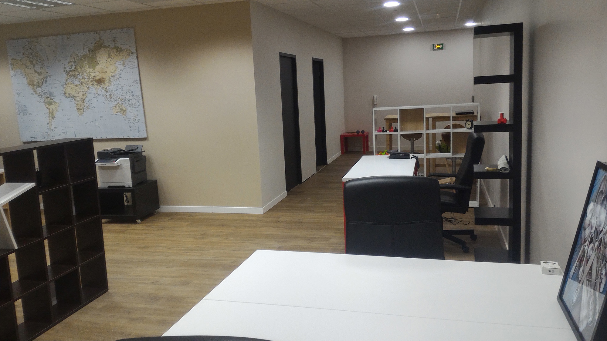 Bureau dans un espace de coworking situ 5 minutes d for Bureau annecy