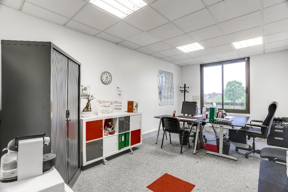 location bureau de 20m2 lumineux pour 3 personnes 224 evry