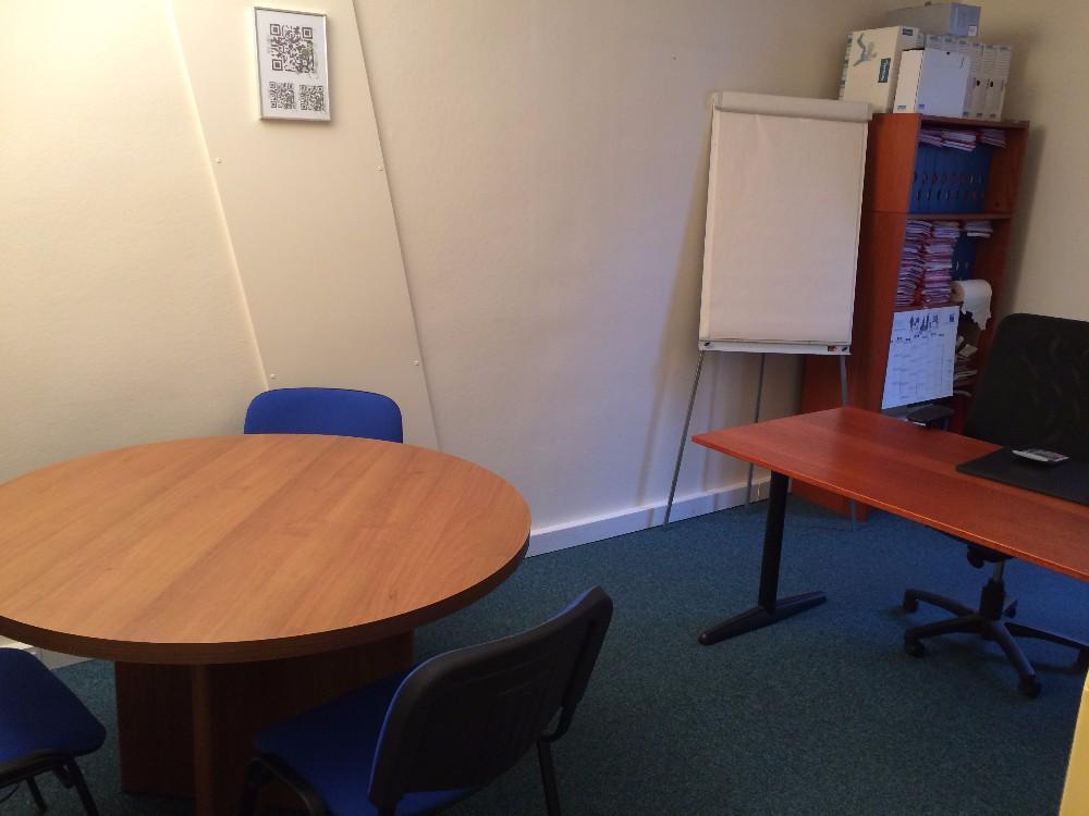 louer salle de r union pour 6 personnes id ale pour entretiens professionnels paris. Black Bedroom Furniture Sets. Home Design Ideas