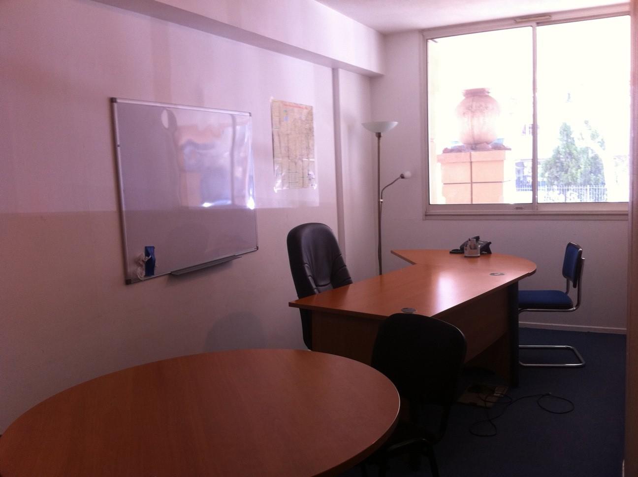 location bureau de 20 m2 aix en provence proche cours mirabeau. Black Bedroom Furniture Sets. Home Design Ideas