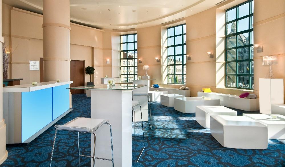 louer un showroom pour 80 personnes avec vue sur la gare centrale d 39 anvers. Black Bedroom Furniture Sets. Home Design Ideas