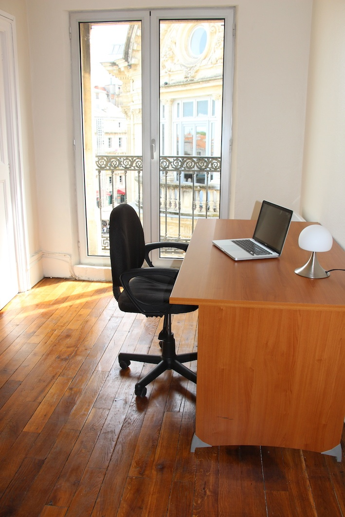 louer bureau privatif sur la place de la com die montpellier. Black Bedroom Furniture Sets. Home Design Ideas