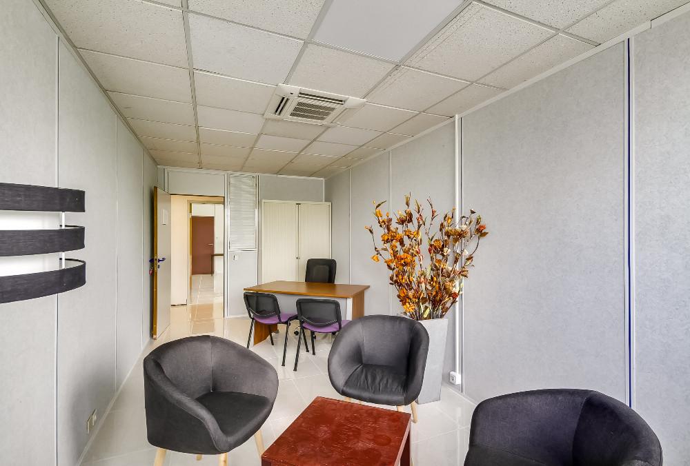 r server poste de travail danscoworking proche a roport gen ve. Black Bedroom Furniture Sets. Home Design Ideas