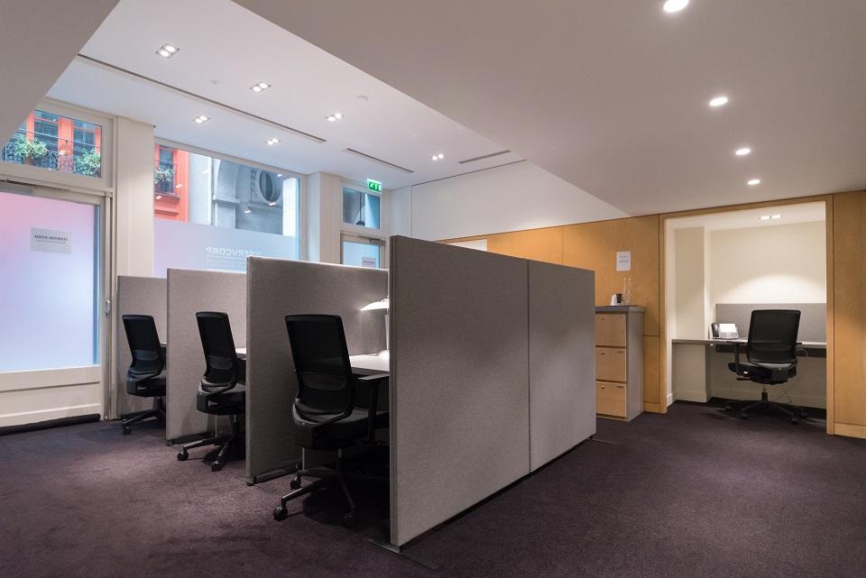 location poste individuel dans espace de coworking paris 9 me. Black Bedroom Furniture Sets. Home Design Ideas