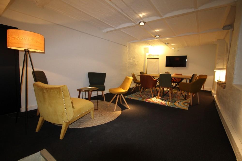 espace de r union cosy et chaleureux pour 12 personnes lille. Black Bedroom Furniture Sets. Home Design Ideas