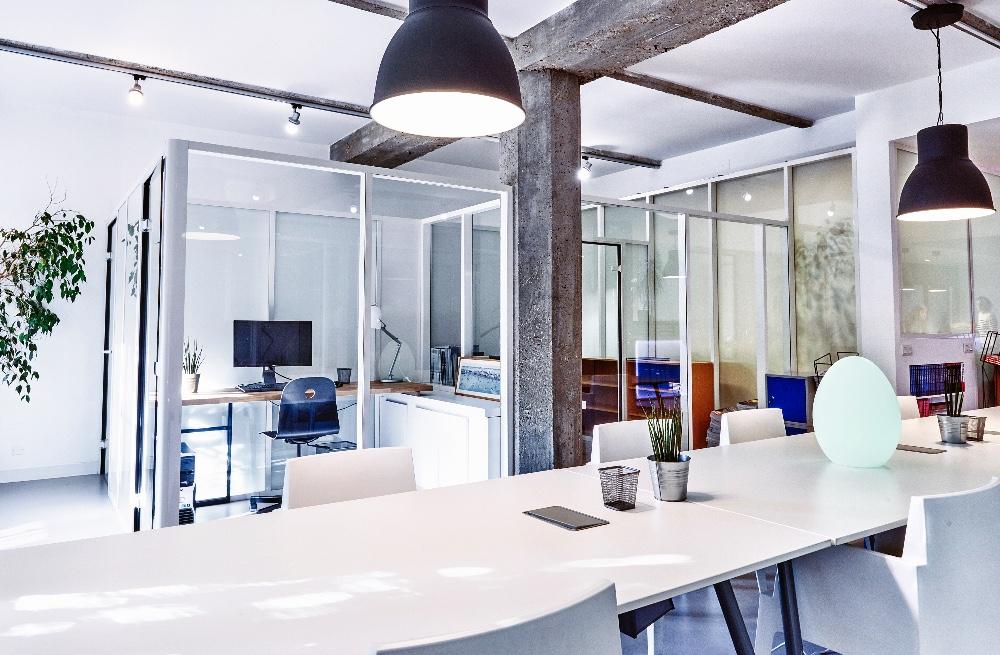 espace de travail dans un open space rennes espace lumineux. Black Bedroom Furniture Sets. Home Design Ideas
