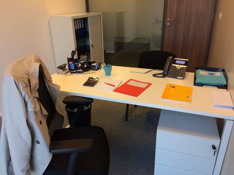espace de travail individuel bureau lumineux et calme. Black Bedroom Furniture Sets. Home Design Ideas