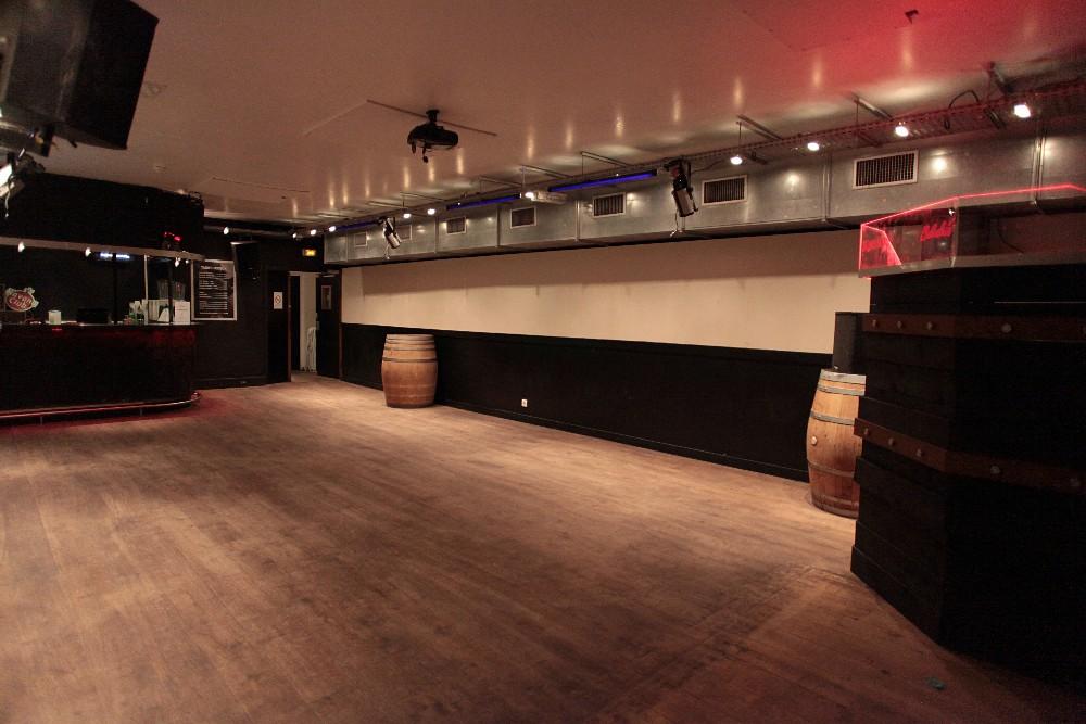 grande salle de r ception en sous sol dans le 19 me arrondissement de paris. Black Bedroom Furniture Sets. Home Design Ideas
