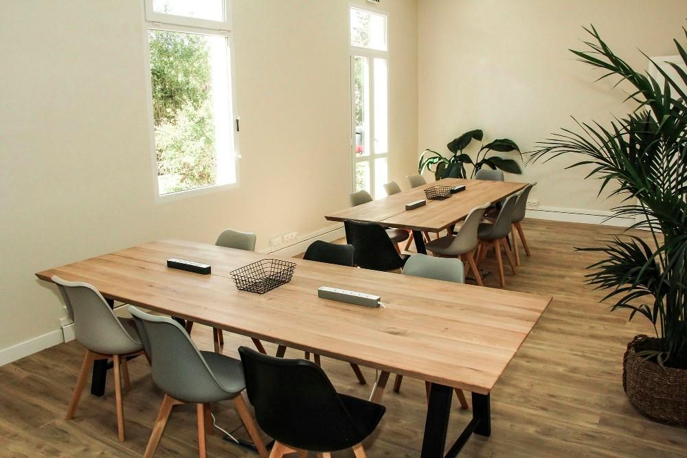 louer grande salle de r union et formation enti rement. Black Bedroom Furniture Sets. Home Design Ideas