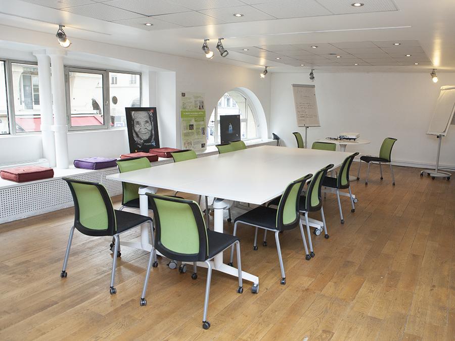 louer une grande salle de r union de 70 m2 pr s du quai du louvre paris. Black Bedroom Furniture Sets. Home Design Ideas