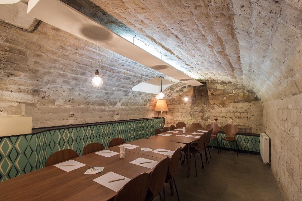 location atelier de cuisine dans une ancienne galerie d 39 art de 250 m proche des halles. Black Bedroom Furniture Sets. Home Design Ideas