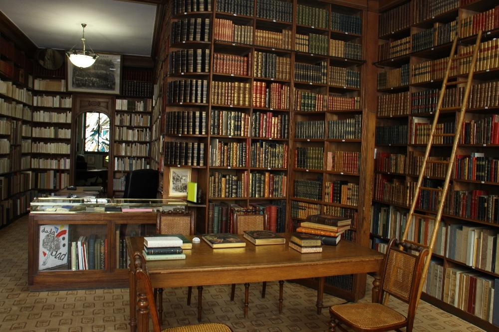 Espace atypique dans une ancienne librairie des ann es - Furet du nord lens ...