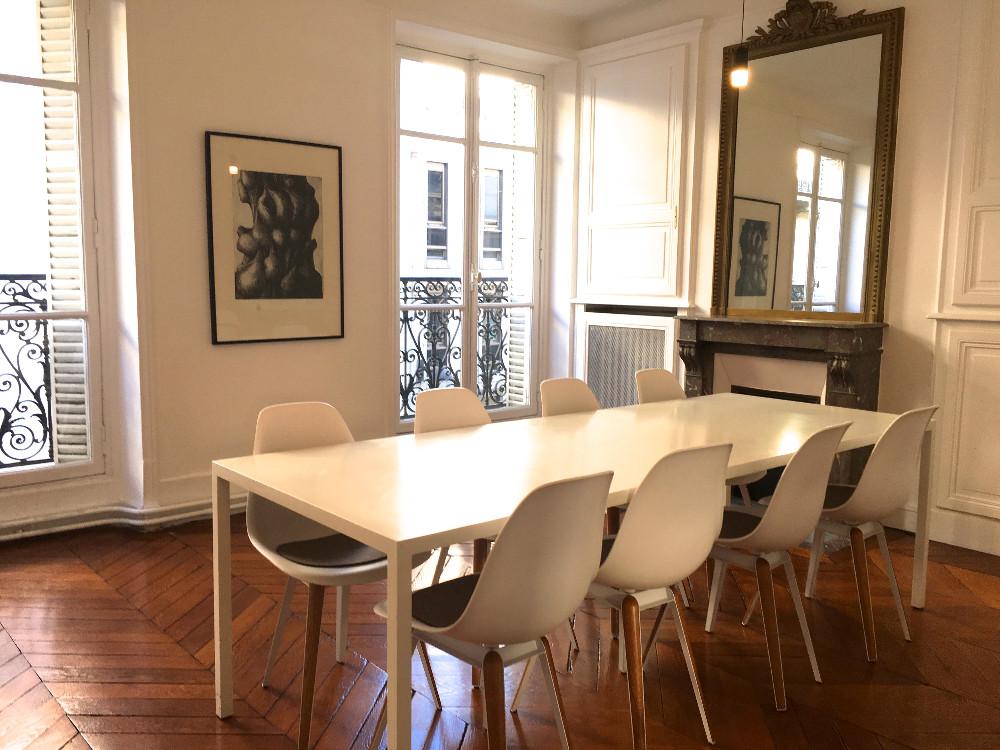 location salle de r union design et lumineuse pour 8 personnes paris 1er arrondissement. Black Bedroom Furniture Sets. Home Design Ideas