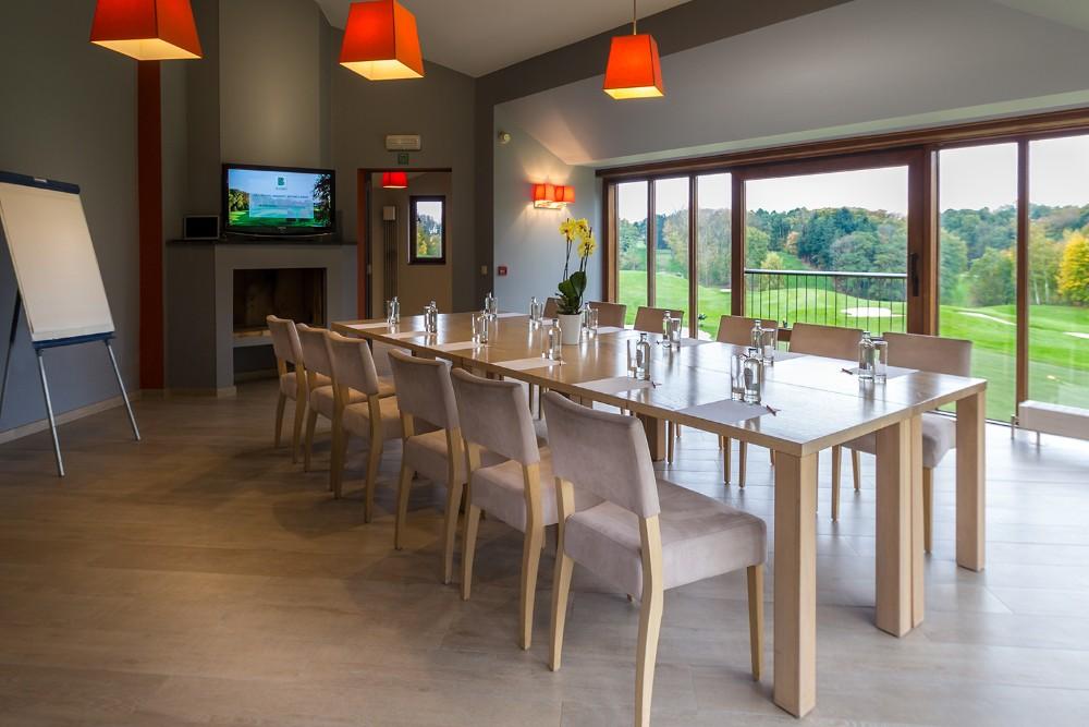 location salle de r union pour 20 personnes wavre dans un golf. Black Bedroom Furniture Sets. Home Design Ideas