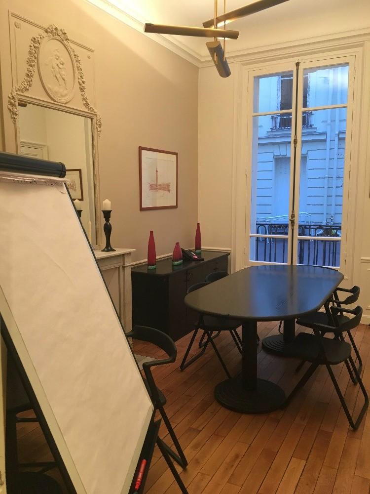 location salle de r union pour 6 personnes paris proche de charles de gaulle etoile. Black Bedroom Furniture Sets. Home Design Ideas