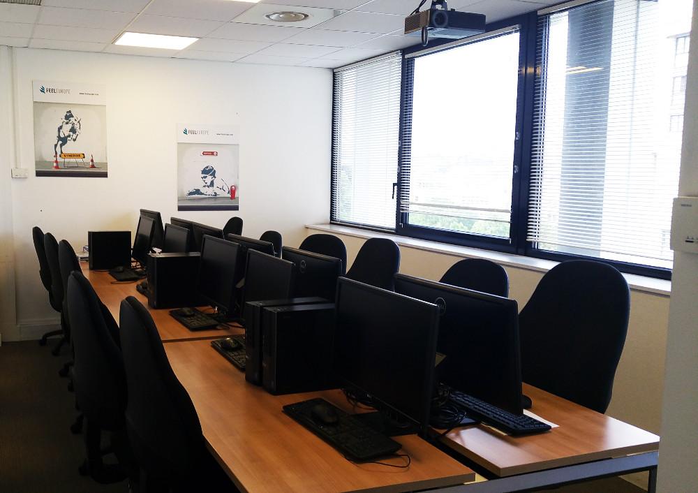 Location salle informatique pour 12 personnes paris dans for Arrondissement porte d italie