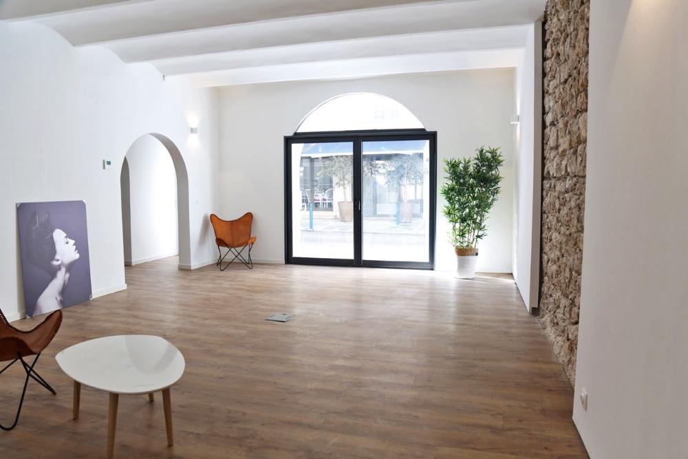 louer grand espace cannes lumi re du jour. Black Bedroom Furniture Sets. Home Design Ideas