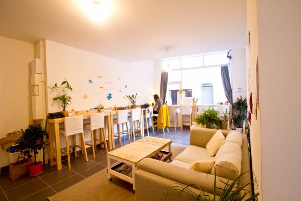 louer poste individuel dans coworking convivial et lumineux toulon. Black Bedroom Furniture Sets. Home Design Ideas