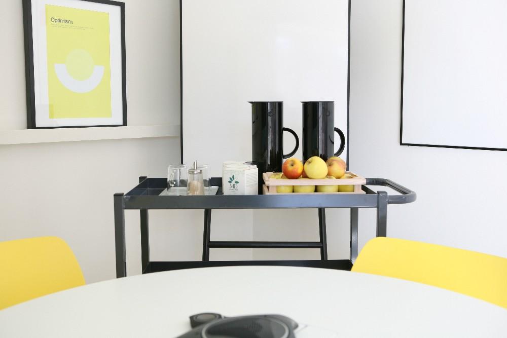 louer salle de r union pour 6 personnes dans le 10 me arrondissement c t de r publique paris. Black Bedroom Furniture Sets. Home Design Ideas