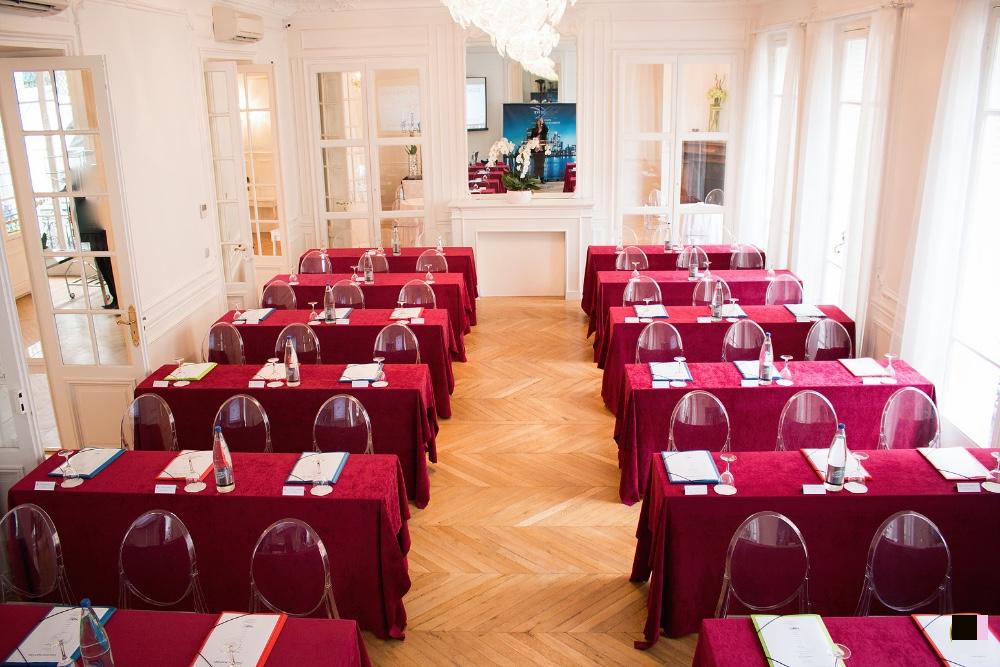 Louer salon de r ception chaleureux et luxueux dans le for Salon des seniors paris