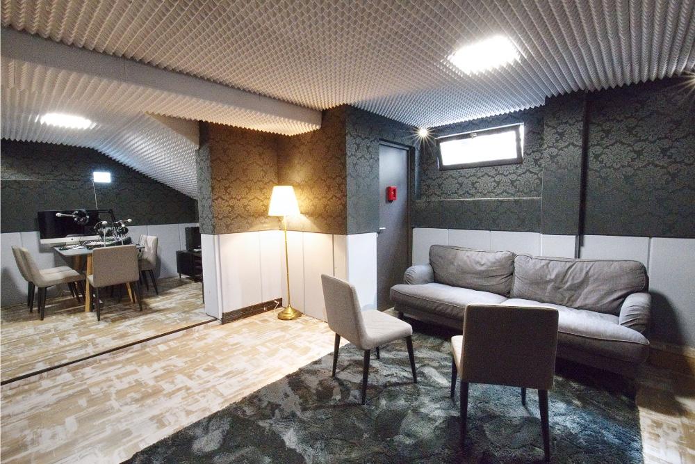 louer studio atypique en sous sol pour 6 personnes paris proche m tro li ge. Black Bedroom Furniture Sets. Home Design Ideas