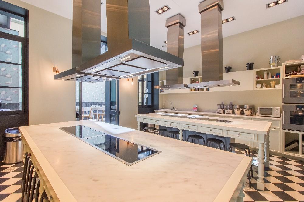 Louer un atelier de cuisine lumineux et spacieux avec for Smartbox cours de cuisine