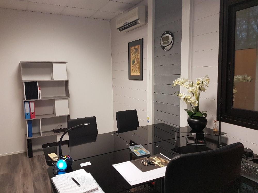 louer un espace de travail proche de montpellier bureau de 15m climatis. Black Bedroom Furniture Sets. Home Design Ideas