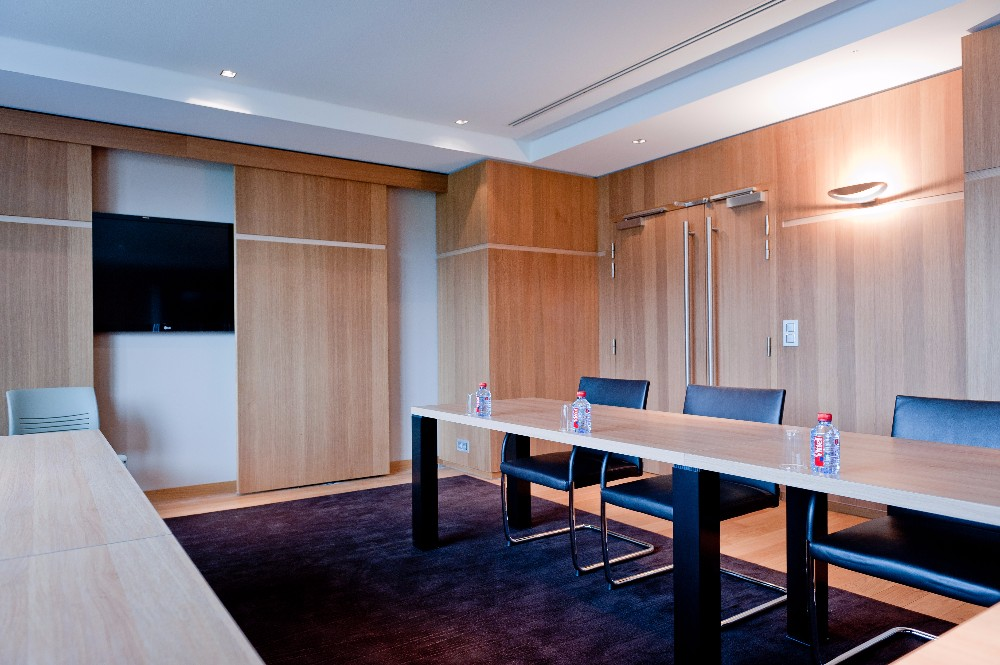 rent a meeting room for 8 people close to gare de lyon. Black Bedroom Furniture Sets. Home Design Ideas