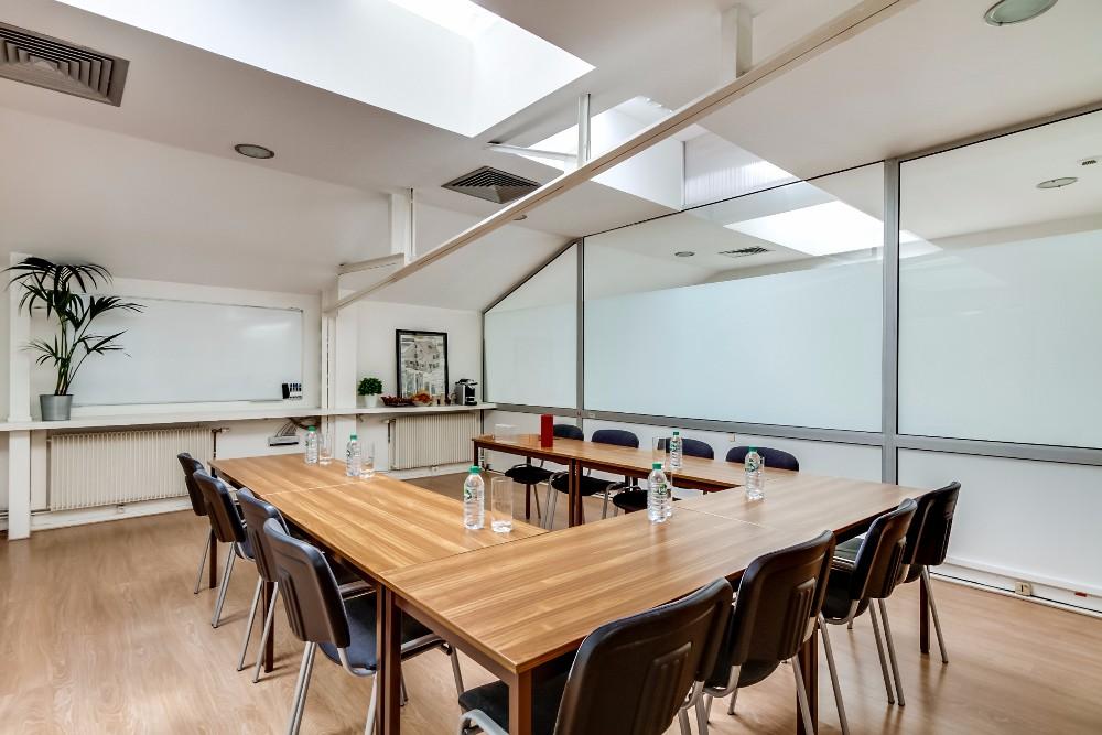 louer salle de formation pour 30 personnes dans le 17 me paris. Black Bedroom Furniture Sets. Home Design Ideas