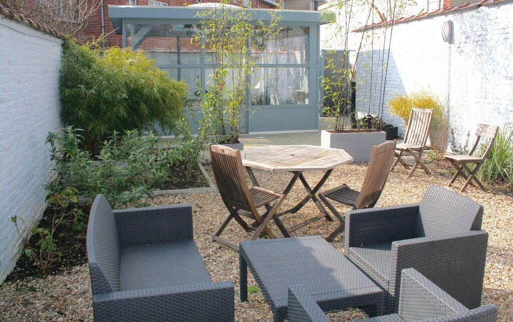 Salle de réunion Koi située dans un cadre de verdure à proximité du square Montgomery, métro Merode