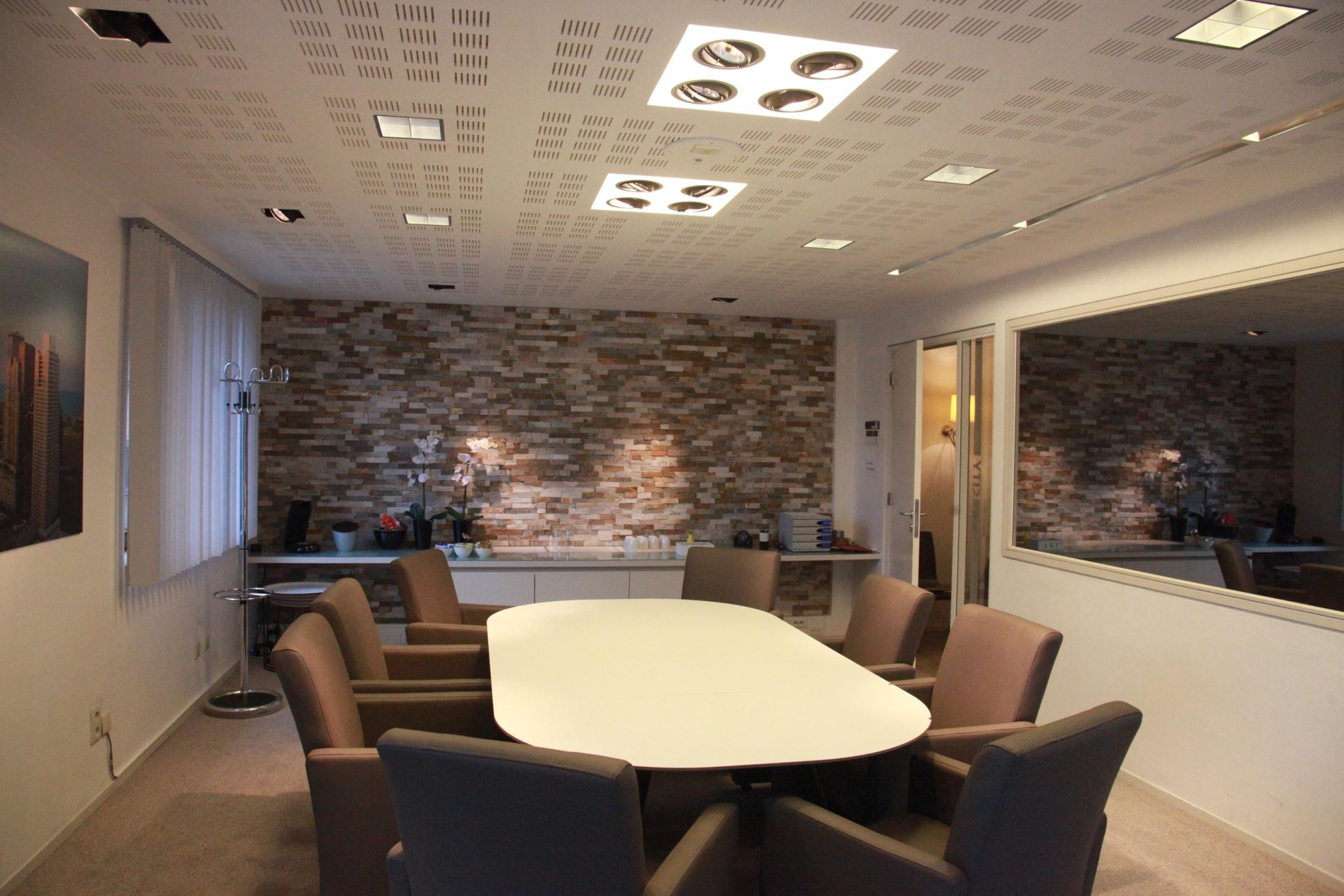 salle de r union avec salle de visionnement via un miroir sans tain grimbergen. Black Bedroom Furniture Sets. Home Design Ideas
