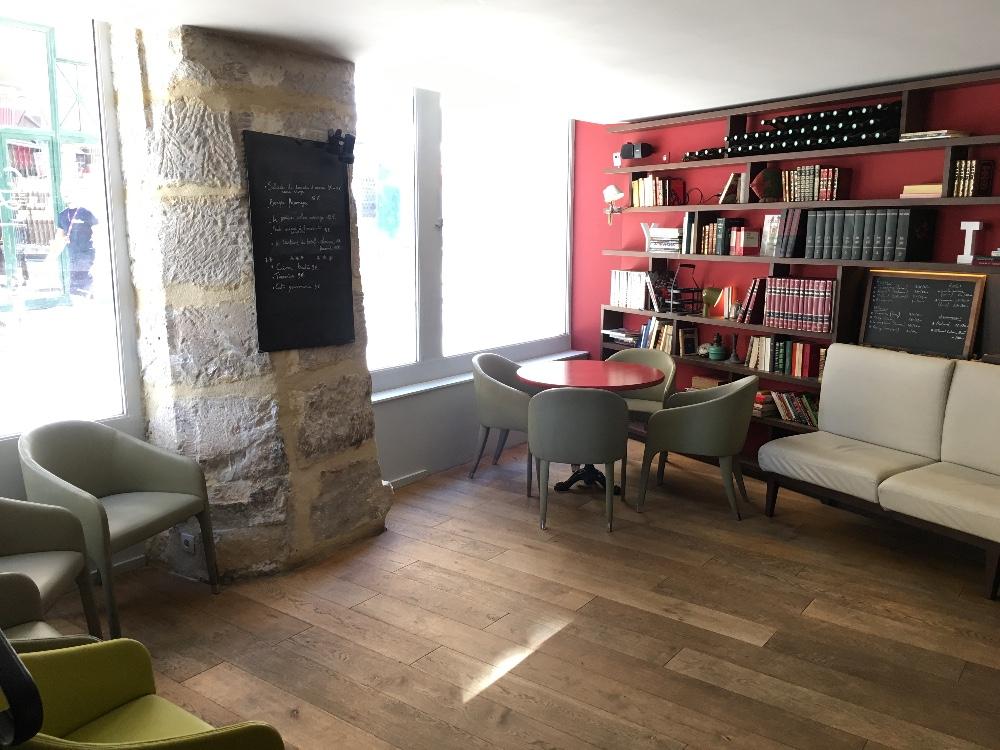 louer une salle atypique id ale pour boutique ph m re sur l 39 le de la cit paris. Black Bedroom Furniture Sets. Home Design Ideas