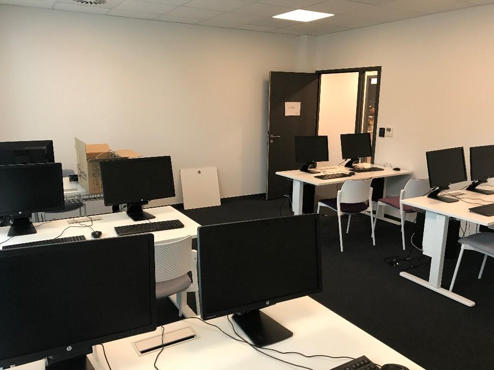 organisation de formation salle informatique quip e proche rennes 10 participants. Black Bedroom Furniture Sets. Home Design Ideas