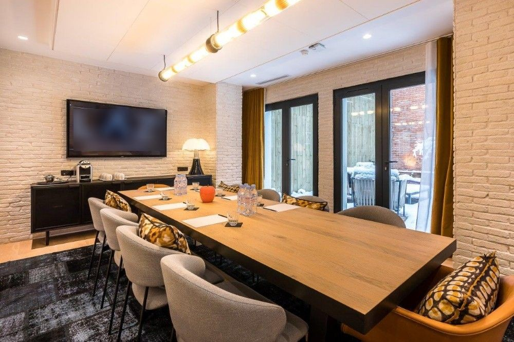 Rooms: Meeting Room, Intimate Lounge With Terrace Access, Trendy