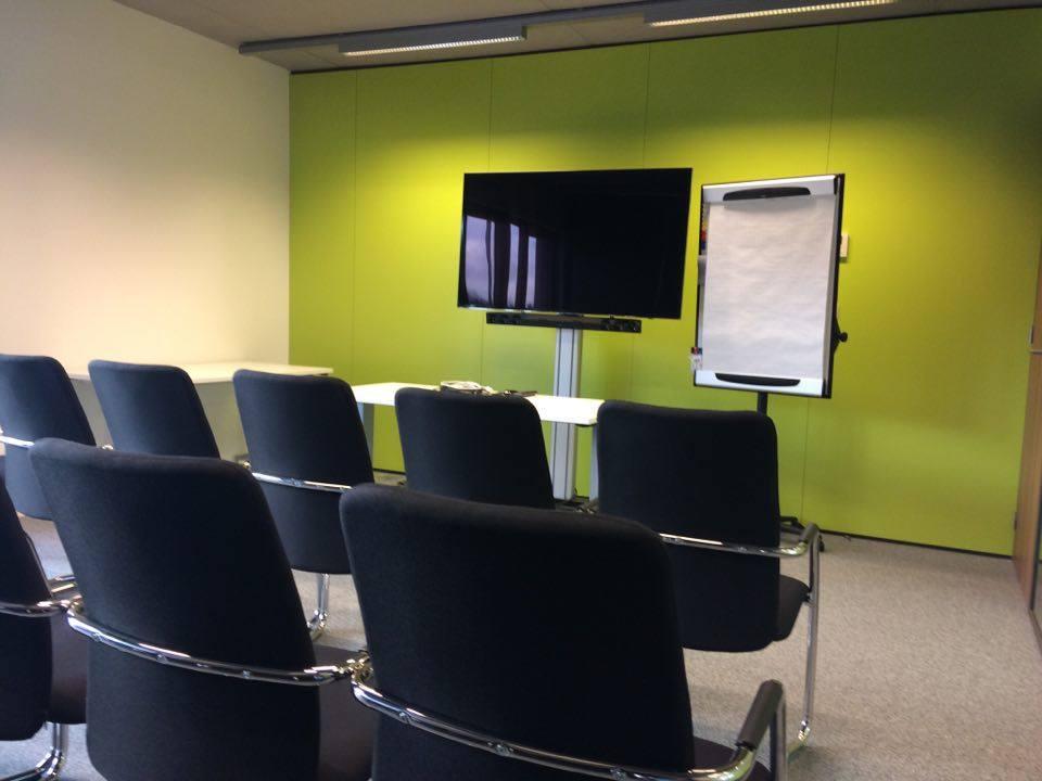 R servation salle de r union pour 12 personnes libramont for Reglementation capacite salle de reunion