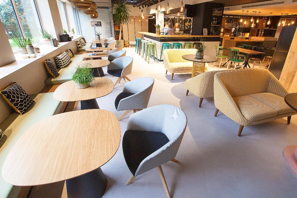 poste de travail individuel dans espace de coworking design boulogne billancourt. Black Bedroom Furniture Sets. Home Design Ideas