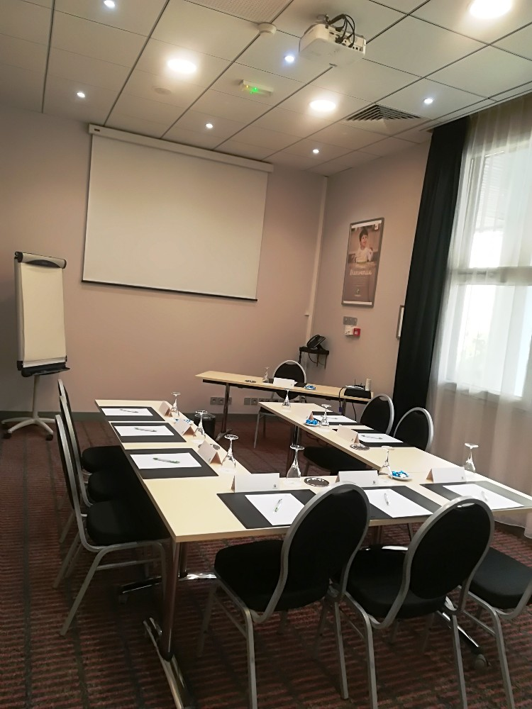 r servation salle de conf rence pour 18 personnes toulon proximit du centre ville. Black Bedroom Furniture Sets. Home Design Ideas