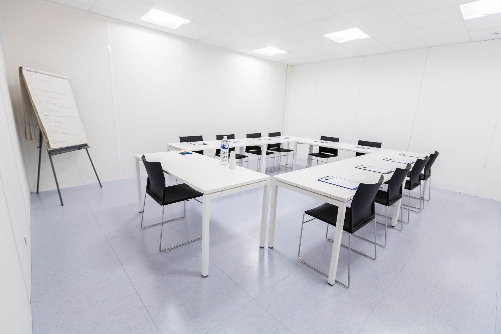Location salle de formation pour 16 personnes pr s du rer c for Salle de pause au travail