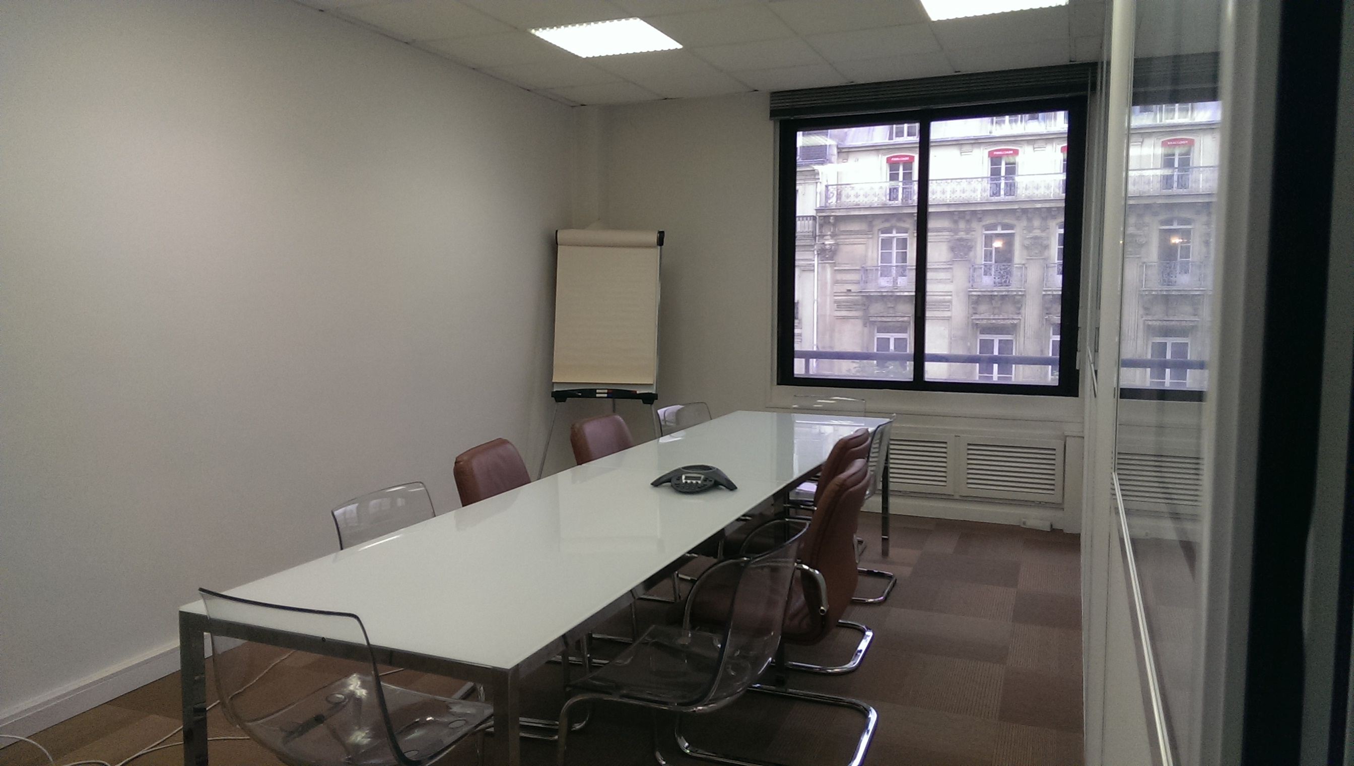 18sqm meeting room for 10 opera