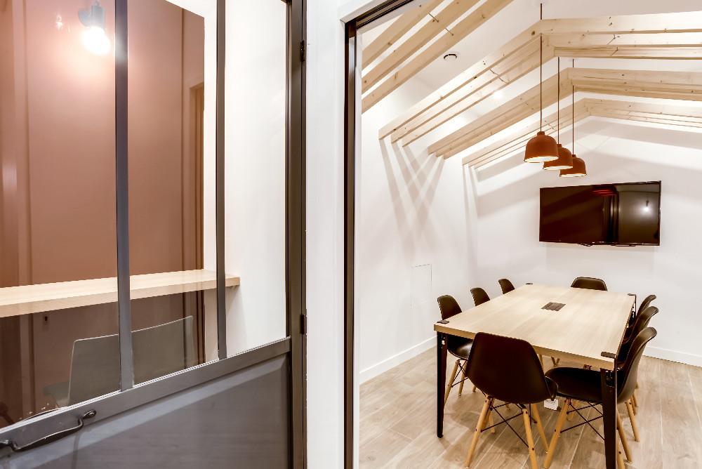 louer salle de r union atypique au coeur d 39 un nouveau caf coworking paris. Black Bedroom Furniture Sets. Home Design Ideas