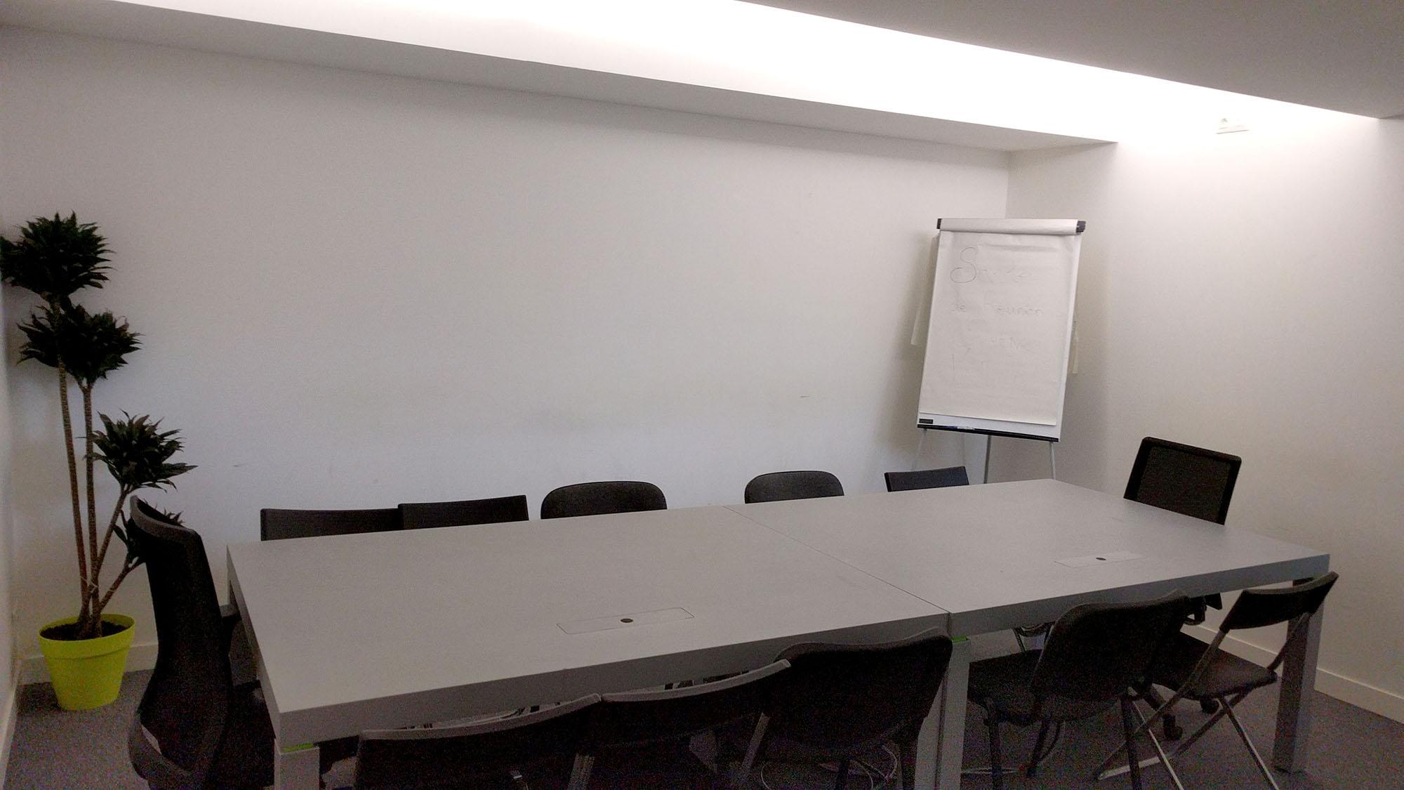 hire meeting room in the kremlin bicetre near paris for 15 people. Black Bedroom Furniture Sets. Home Design Ideas