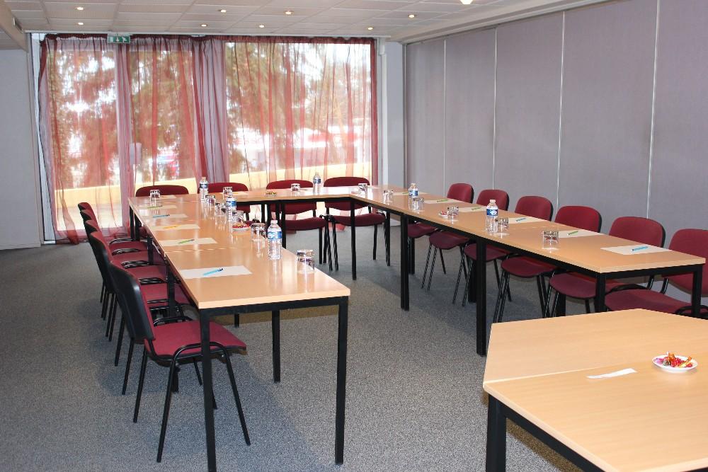 Louer salle de r union pour 20 personnes de 50m proche de for Materiel salle restaurant