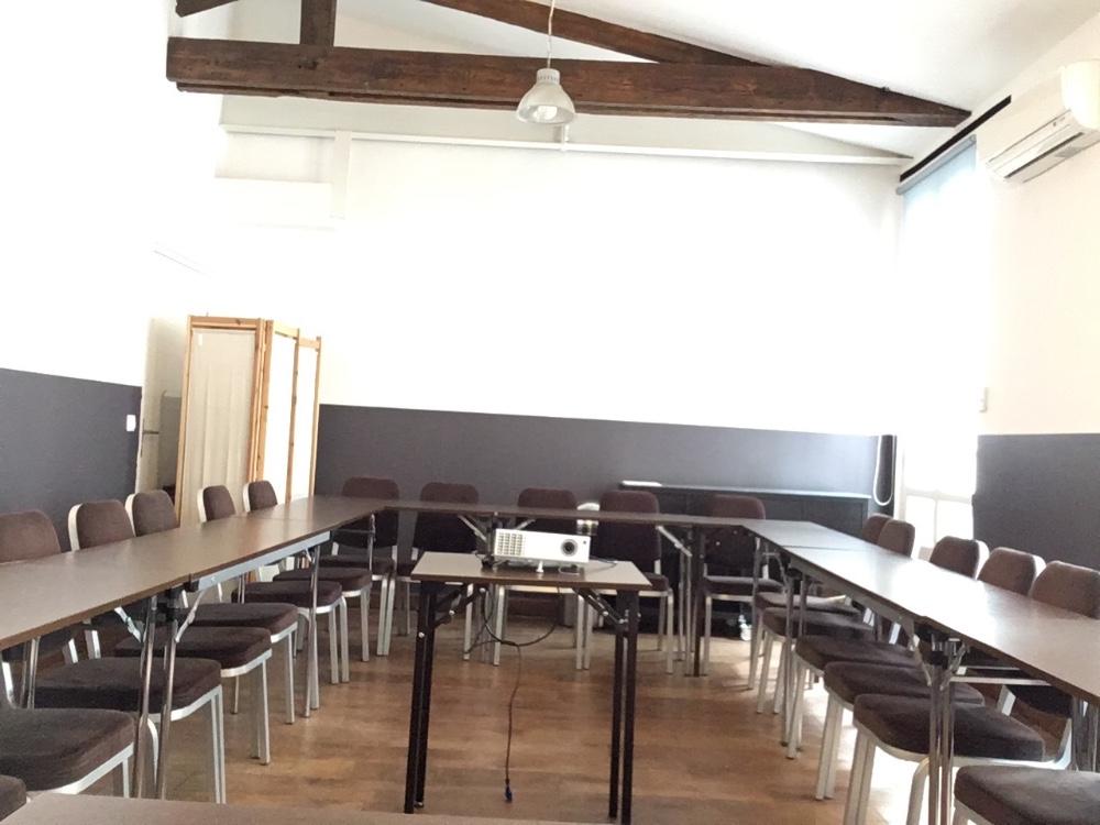 louer salle de r union polyvalente pour 50 personnes paris 13 me arrondissement open space. Black Bedroom Furniture Sets. Home Design Ideas