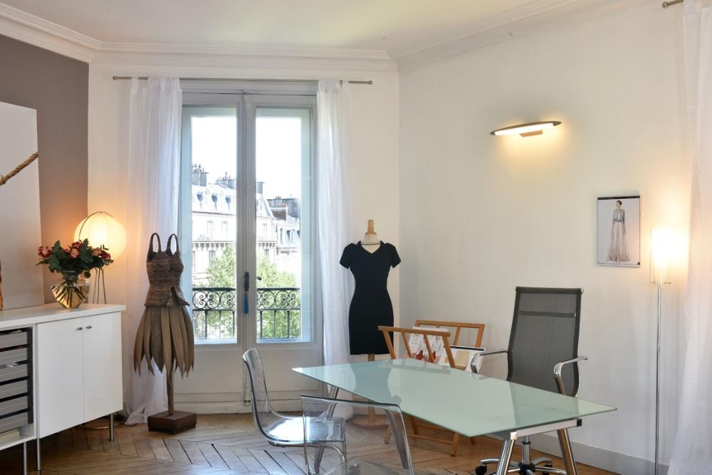 salle de r union pour 15 personnes dans un appartement du 8 me arrondissement de paris. Black Bedroom Furniture Sets. Home Design Ideas