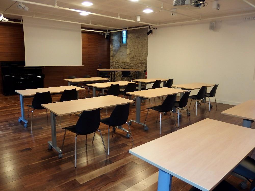 Salle de r union pour 20 personnes maximum au coeur du for Reglementation capacite salle de reunion