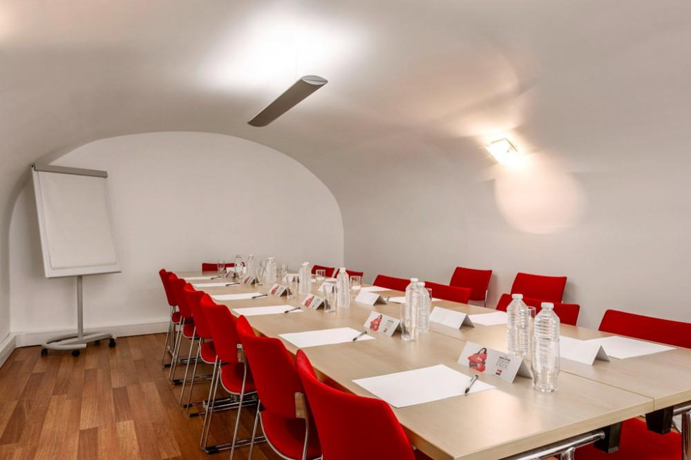 louer une jolie salle pour un s minaire paris dans le 9 me arrondissement. Black Bedroom Furniture Sets. Home Design Ideas