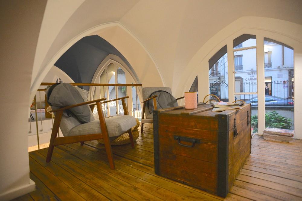 salon atypique et chaleureux au sein d 39 un espace de coworking pour 3 5 personnes en plein. Black Bedroom Furniture Sets. Home Design Ideas